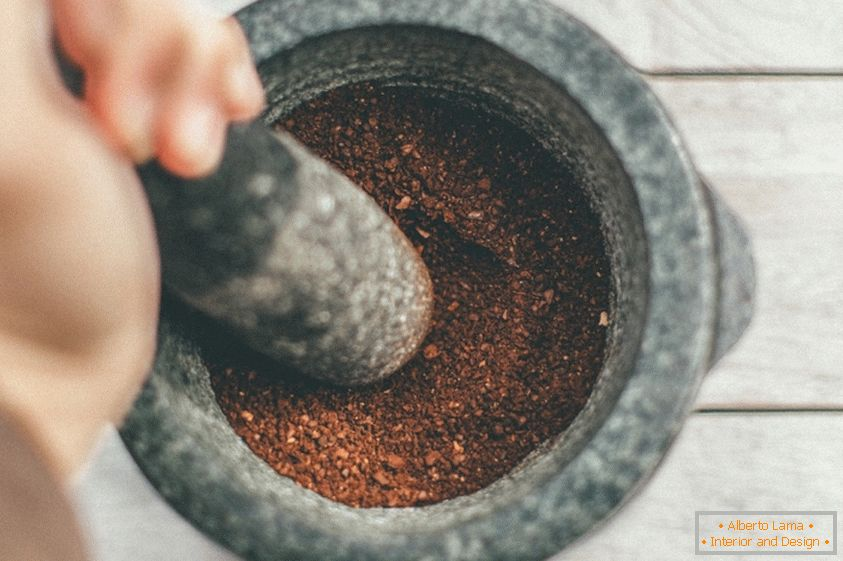 Wie man kaffee mit einer popcornmaschine macht