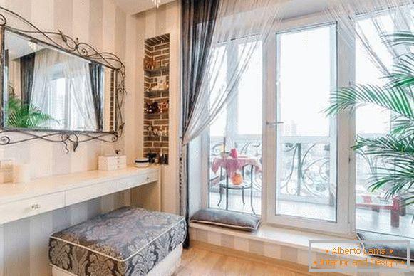 Stilvolle Franzosische Fenster Auf Dem Balkon In Der Wohnung