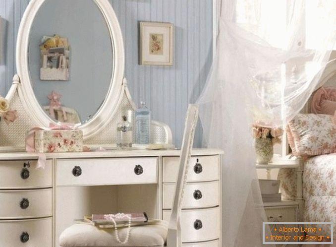 Schminktische Mit Einem Spiegel Für Ein Schlafzimmer Foto 3 ...